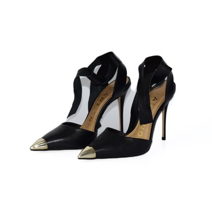Sapato Carrano Couro Preta c/ Bico Dourado